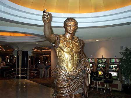 Even Julius is pointing the way for Lori's seige at Ceasar's